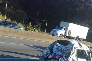 Acidente entre carreta, 2 caminhões e 3 carros gera transtornos na Fernão Dias