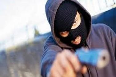 Idoso é amarrado e feito de refém por criminosos em Atibaia