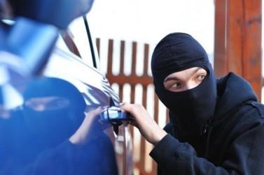 Ladrão volta para devolver carro roubado e acaba linchado