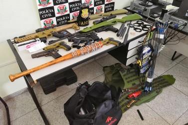 Aluno leva arma de airsoft, canivete e bastão à universidade e ameaça colegas