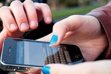 Mulher é abordada por criminosos e tem celular roubado durante o dia em Atibaia