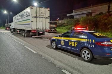 PRF recupera carga avaliada em R$ 430 mil e prende homem na Fernão Dias
