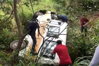 Duas crianças vítimas de acidente com van escolar seguem internadas em Bragança