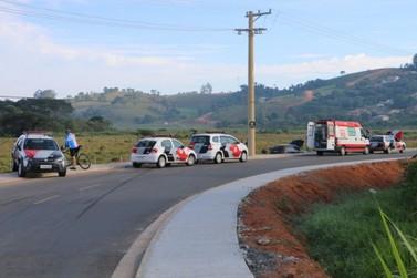 PMs ficam feridos após viatura capotar durante perseguição em Atibaia
