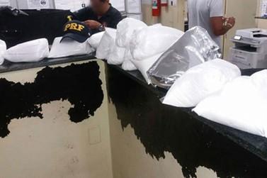 Dois são detidos com mais de 50 quilos de drogas em ônibus na Fernão Dias