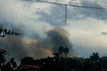 Incêndio atinge dois chalés em camping em Atibaia