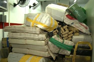 Oito são presos com 4,6 toneladas de maconha escondidas em carreta em Atibaia