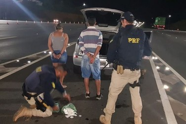 Casal é preso com mais de 300 porções de cocaína na Fernão Dias