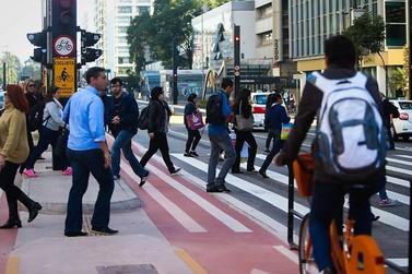 Multa para pedestres e ciclistas começa a valer em março