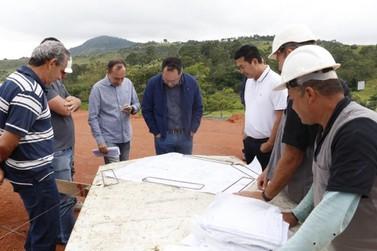 Obras no bairro do Tanque recebem vistoria do prefeito de Atibaia