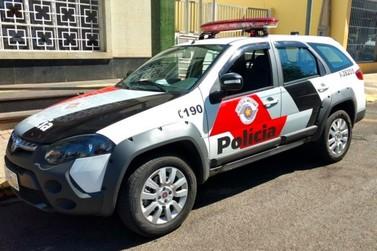 Criminosos agridem vítimas durante assalto em Atibaia
