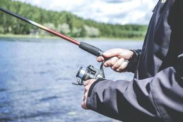 Homem morre eletrocutado ao encostar vara de pescar na rede elétrica em Atibaia