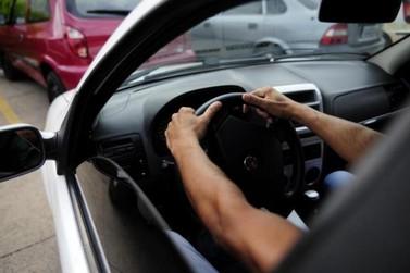Homem é mantido refém por cerca de duas horas e tem carro roubado em Atibaia