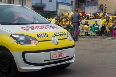 Escola de Nazaré faz passeata para conscientização do trânsito no Maio Amarelo