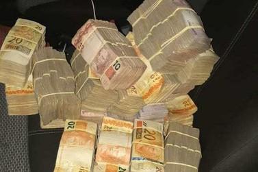 PRF apreende R$ 170 mil em fundo falso de carro na Fernão Dias