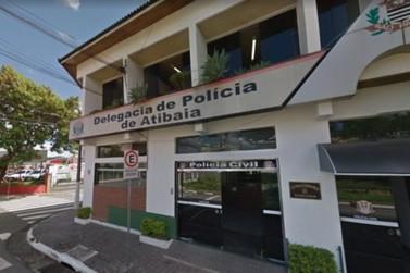 Criminosos disfarçados de Policiais Civis rendem família e assaltam residência