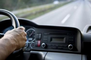Quadrilha rende caminhoneiro e rouba caminhão com carga avaliada em R$ 387 mil