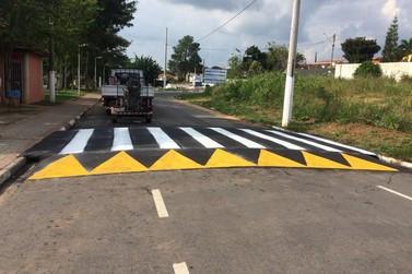Prefeitura promove melhoria na sinalização de trânsito e abrigos de ônibus