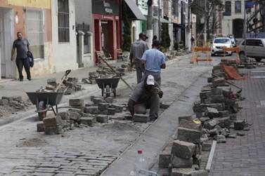Obras de drenagem são realizadas pela Prefeitura na Rua José Lucas em Atibaia