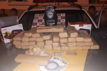 Polícia detém dois suspeitos de tráfico de drogas na Rodovia Dom Pedro I