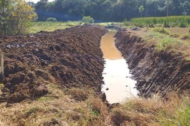 Zeladoria Municipal intensifica serviços de limpeza e desassoreamento em Atibaia