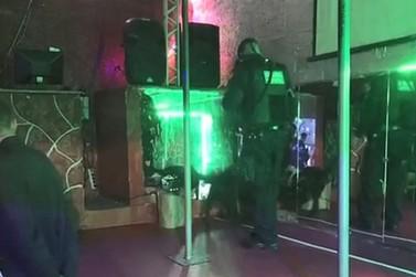 Casa de prostituição é fechada em operação da polícia em Atibaia