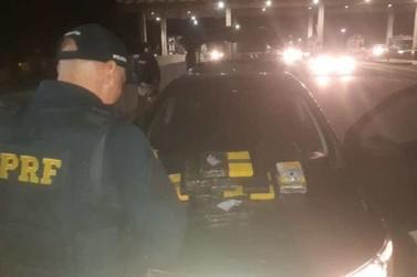 Motorista é preso com mais de 15 kg de cocaína em carro na Fernão Dias