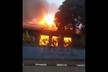 Escola Padre Matheus pega fogo durante madrugada em Atibaia