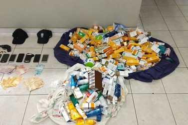 Trio é preso na Fernão Dias por roubo de R$ 36 mil em produtos de farmácia