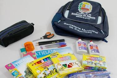 Prefeitura entrega material escolar para alunos da Rede Municipal em Atibaia
