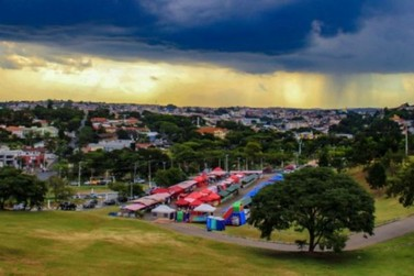 Feira Noturna de Atibaia voltou a funcionar nesta quarta-feira (19)