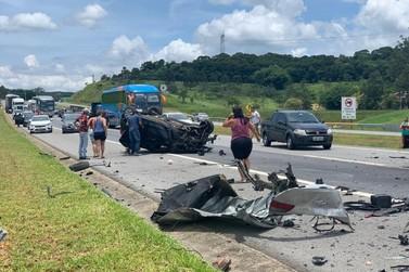 Acidente com três carros mata homem e deixa feridos na Tamoios em São José