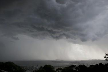 Defesa Civil emite alerta de chuvas fortes no Vale do Paraíba e Litoral Norte