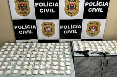 Homem é preso com porções de cocaína e armas em Bragança Paulista