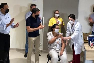 Hospital Regional aplica 1ª dose contra Covid-19 e inicia vacinação em São José