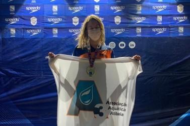 Atleta da natação de Atibaia é campeã paulista
