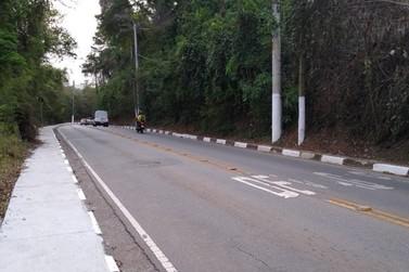 """""""Estrada da Serrinha"""" de Atibaia passa por obras para melhoria da rede elétrica"""