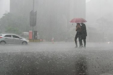 Frio e chuva: frente fria muda o tempo em SP neste fim de semana