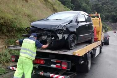 Acidente na Fernão Dias envolvendo dois carros