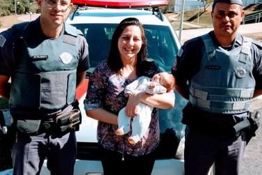 Bebê engasgado é salvo por policiais em Atibaia