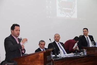 Prefeito prestigia primeira sessão do ano da Câmara Municipal