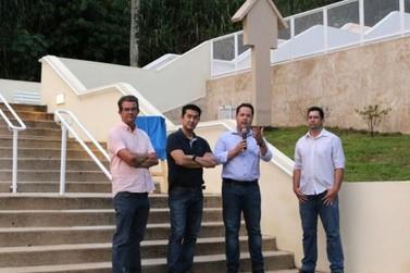 """Prefeitura entrega obras de revitalização do """"Escadão"""", um dos cartões-postais de Atibaia"""