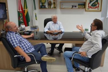 Novo presidente do Legislativo brusquense visita prefeito e vice