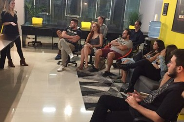 Conheça o ContraPonto, grupo que se reúne para debater temas atuais em Brusque