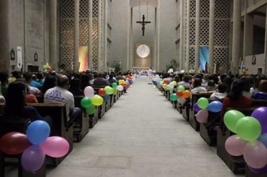 Paróquia São Luís Gonzaga celebra cinco anos da Missa com Jovens
