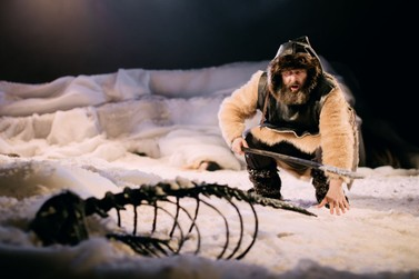 3º BQ (en)cena apresenta Contos de Nanook no teatro em Brusque