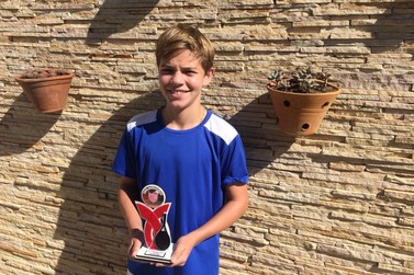 Brusquenses conquistam bons resultados no Torneio Regional de Classes de Tênis