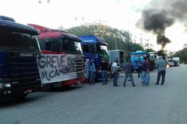 Caminhoneiros protestam na BR 486 contra aumento do preço do diesel