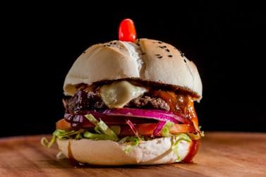 Com sabores e combinações exclusivas, hamburgueria faz sucesso em Brusque