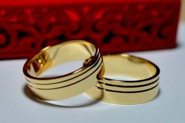 Joalheria lança super promoção de alianças de ouro para Dia dos Namorados